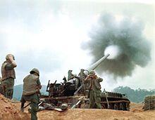 220px-M107_Firing_Vietnam_2