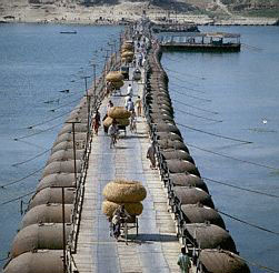 Pontoon Bridge02
